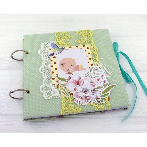 Фотоальбом новонародженої дівчинки Квіткова поляна